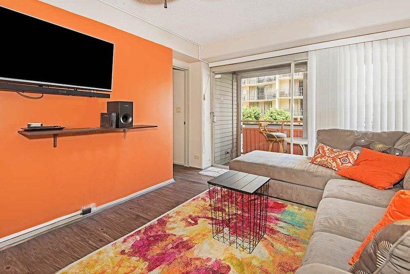 Screen,Indoors,Room,Living Room,Home Decor