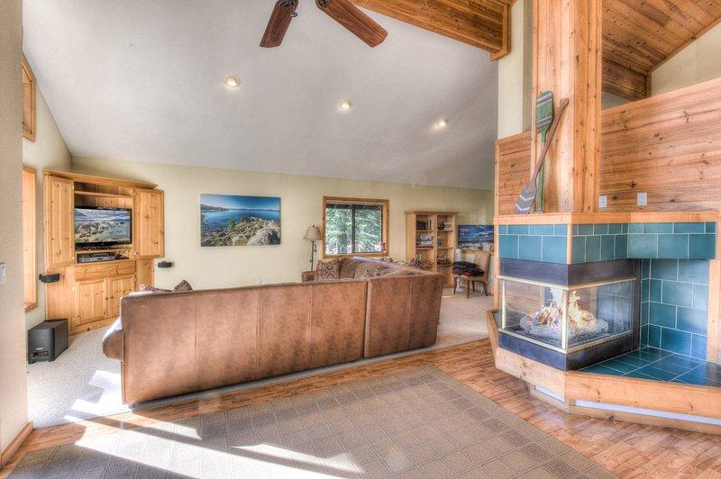 Meubles, canapé, cheminée, intérieur, ventilateur de plafond