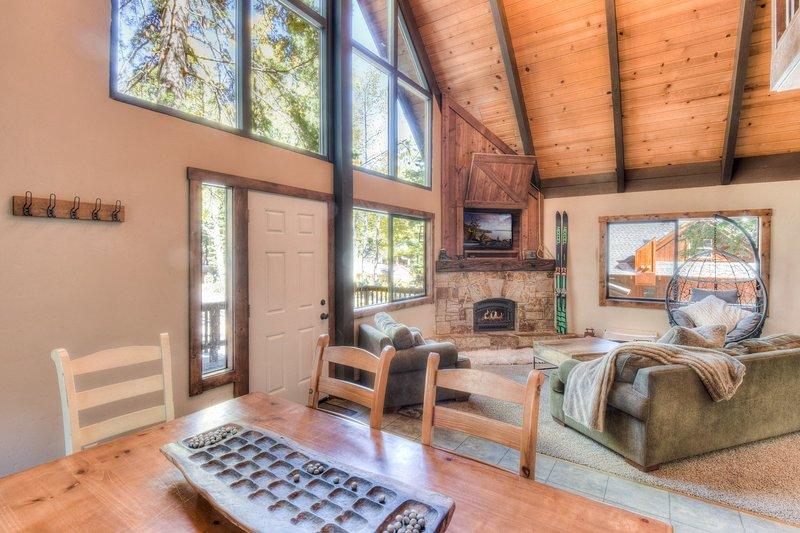 Hardwood,Flooring,Floor,Indoors,Living Room