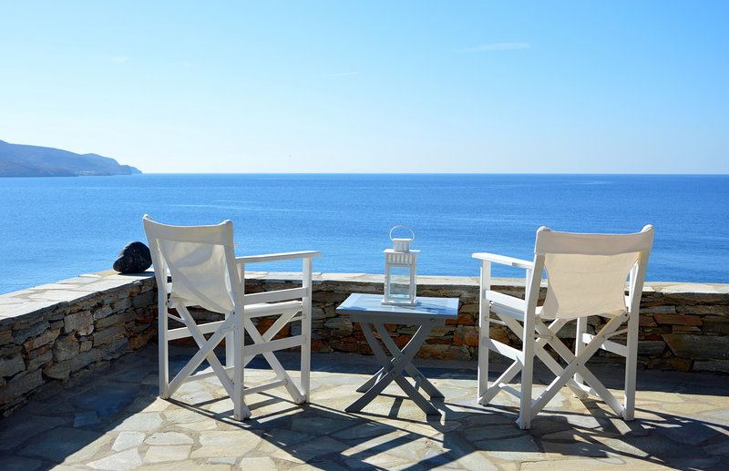 fantastic waterfront house with direct access to the sea, location de vacances à Dryopida