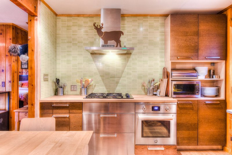 Room,Indoors,Kitchen,Flooring,Furniture