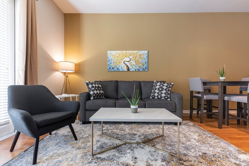 LUXURIOUS DREAMY KING BED MED CENTER FULLY EQUIPPED CONDO, alquiler de vacaciones en Southside Place