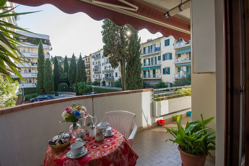 Isabella Suite - Central apartment with terrace and parking, alquiler vacacional en Montanino