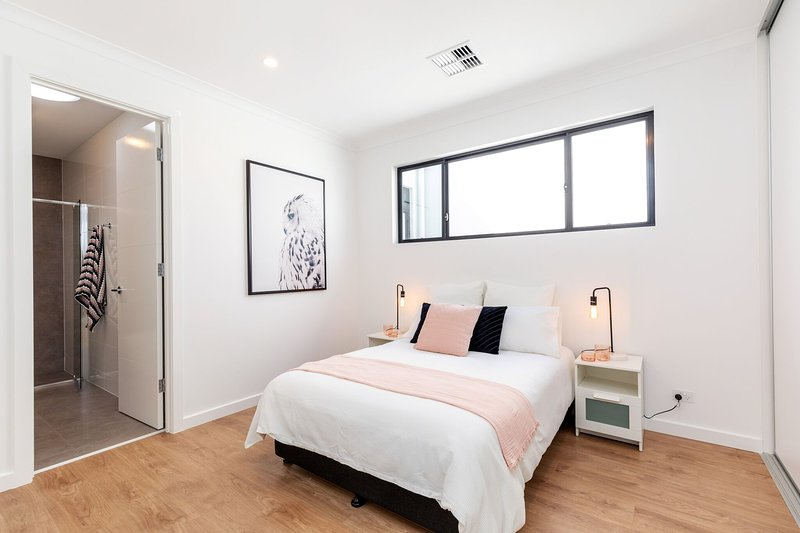 Exceptional 3-bedroom and 3-ensuite house close to city, Adelaide Airport, genel – semesterbostad i Daw Park