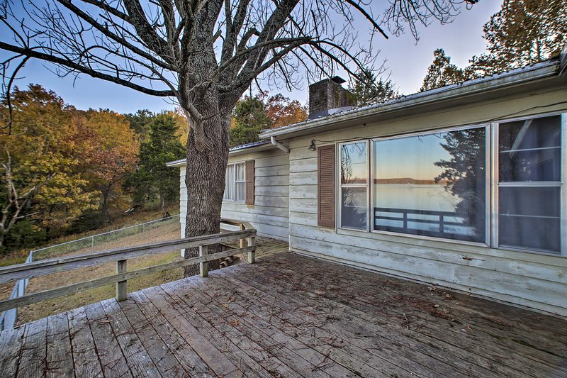 NEW! Serene Waterfront Outdoorsman's Oasis!, holiday rental in Avoca