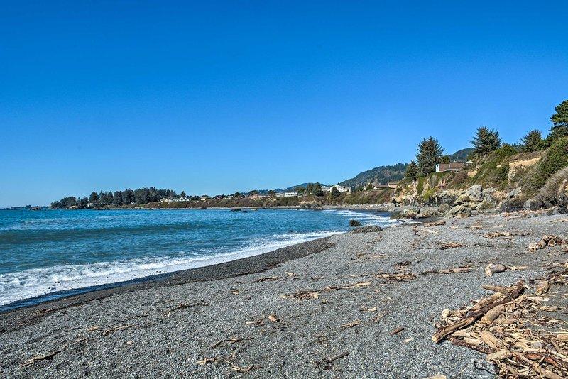 Prenota oggi questa casa vacanza a Brookings, OR per un soggiorno sull'oceano che adorerai.