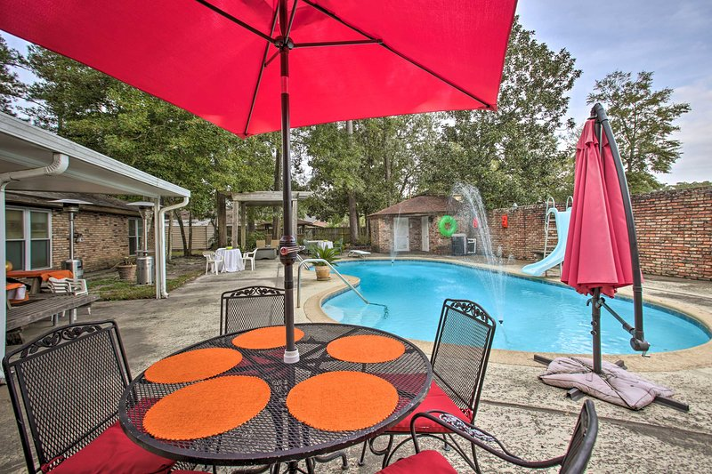 2,500-Square-Foot Slidell Family Oasis w/ Hot Tub!, location de vacances à Lacombe