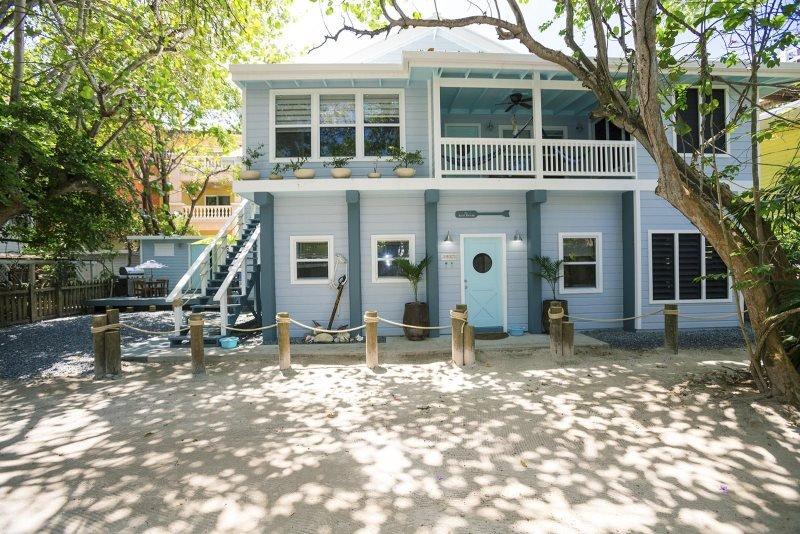 Boat House-Beach Suite, aluguéis de temporada em Flowers Bay