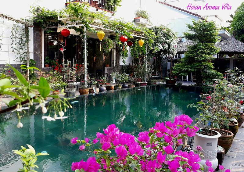 Hoian Aroma Villa - Magnolia room, Romantic room with balcony and pool view, holiday rental in Dien Duong