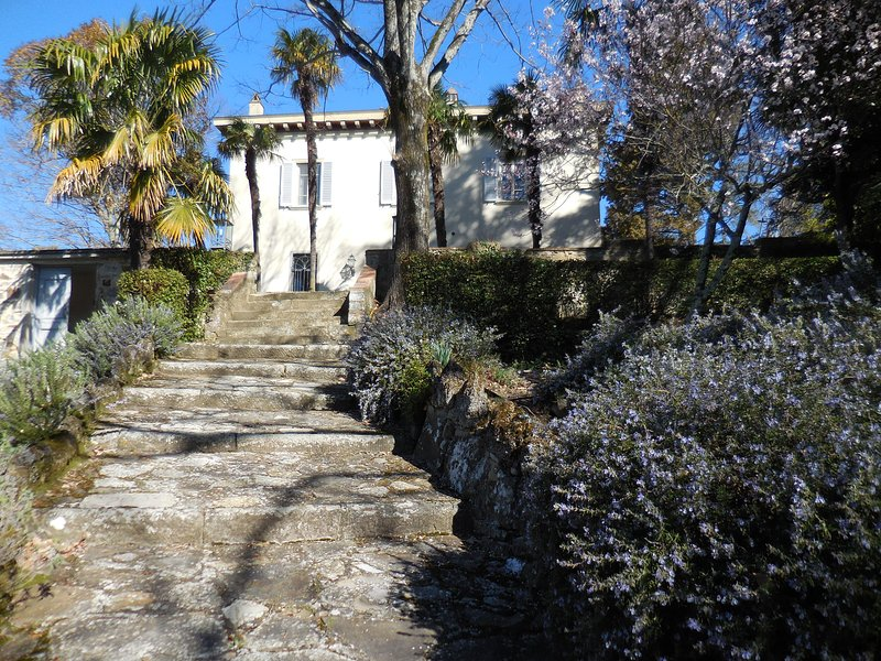 LUXURY COUNTRY PROPERTY WITH POOL, holiday rental in Polcanto