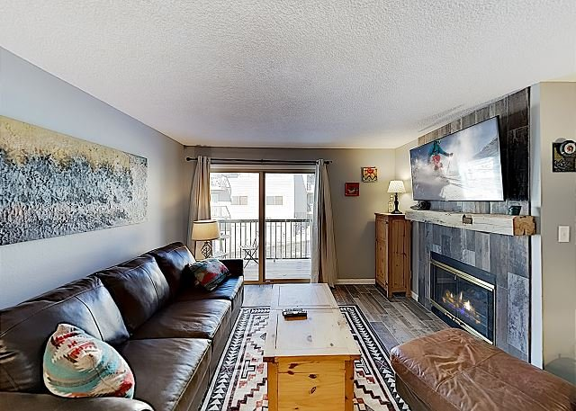 Plush Ski Condo w/ Hot Tub, Pool & Fireplace - Walk to Steamboat Ski Resort, holiday rental in Steamboat Springs