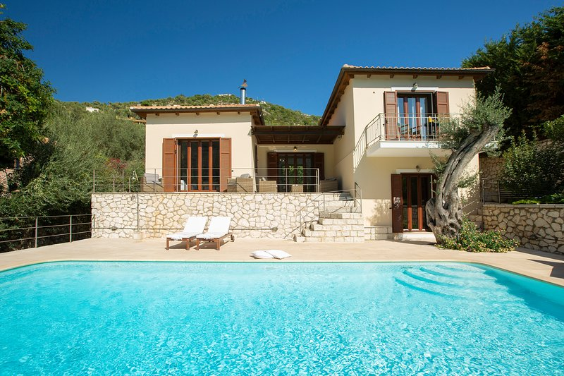 Luxury stunning Villa Christina Sivota Lefkada, location de vacances à Sivota