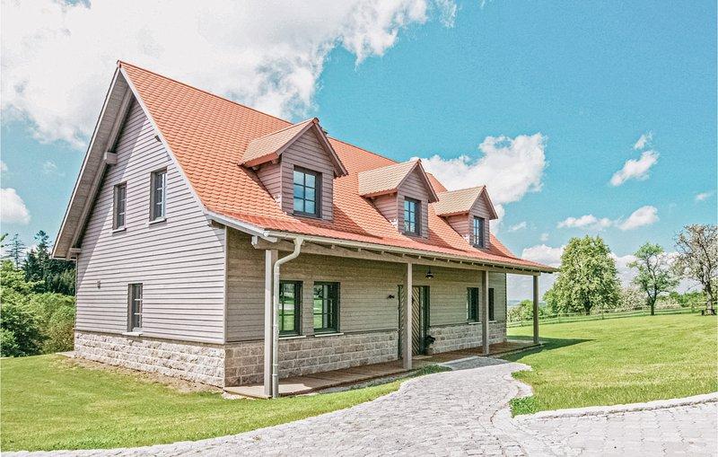 Beautiful home in Schillingsfürst with 3 Bedrooms (DBA217), casa vacanza a Kirchberg an der Jagst