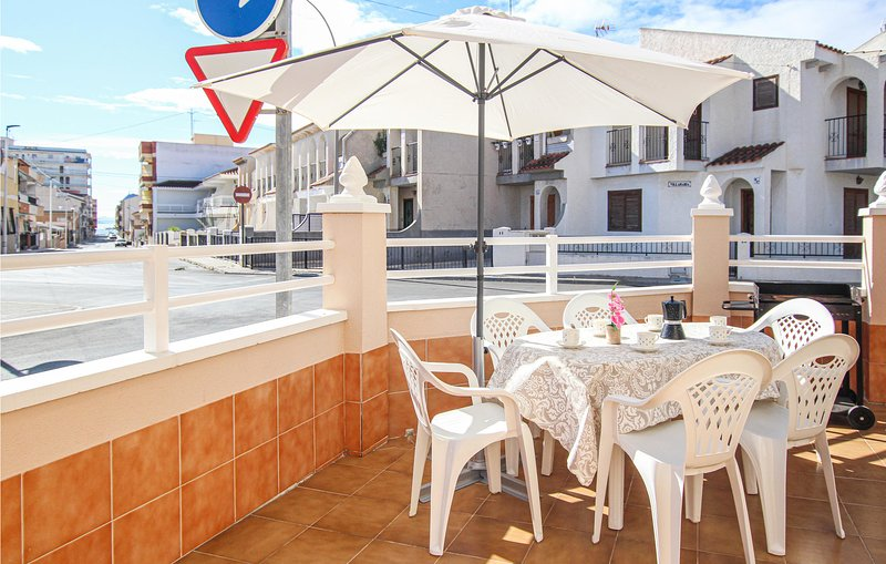 Stunning home in Lo Pagan with WiFi and 3 Bedrooms (ECC833), holiday rental in Los Cuarteros