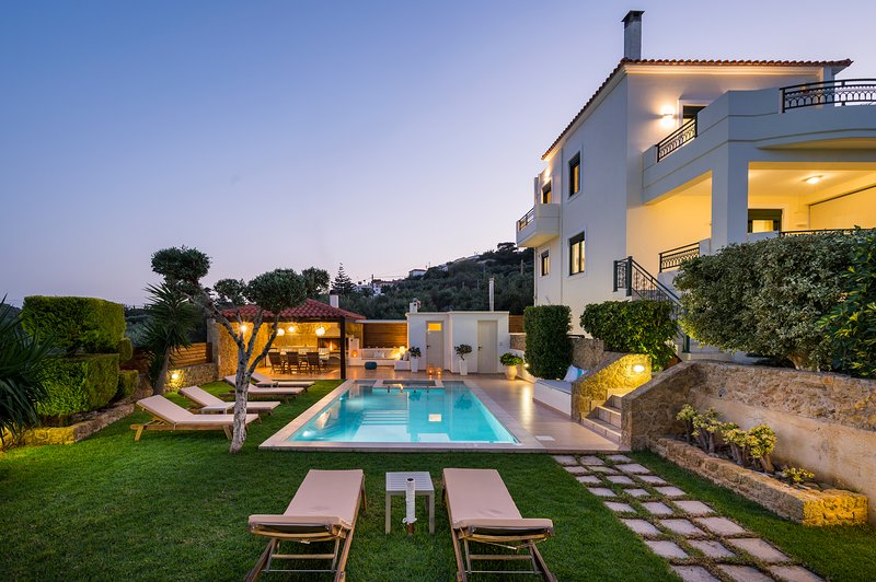 Private-Luxury Villa with Heated Pool&Jet Spa!!! Incredible Exteriors!