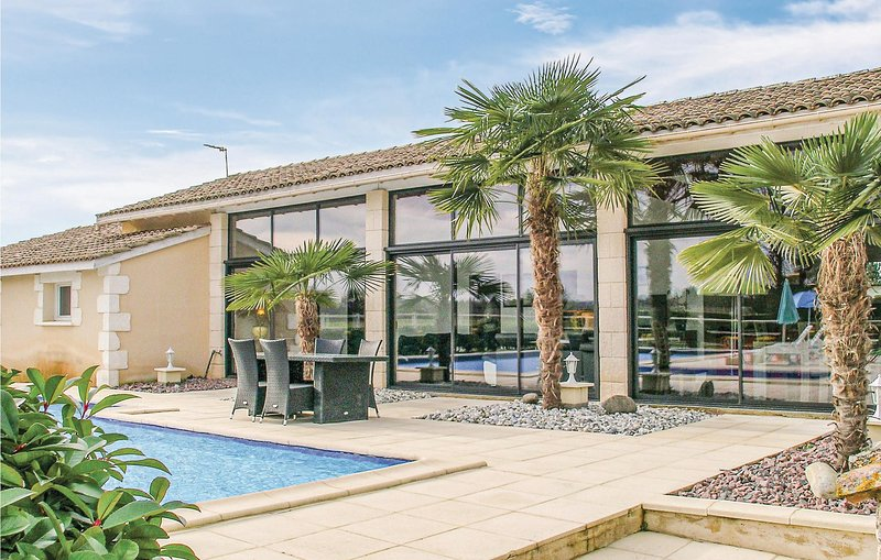 Nice home in Gardonne with Outdoor swimming pool, WiFi and 2 Bedrooms (FAD398), holiday rental in Le Fleix