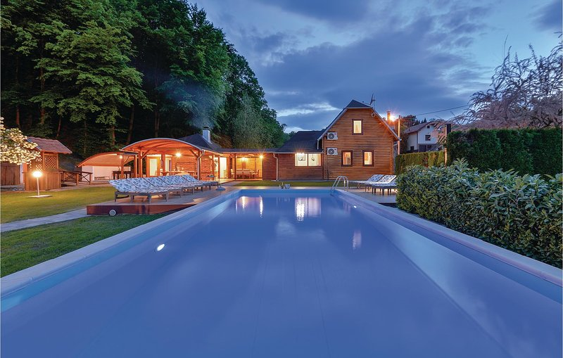 Nice home in Beretinec with Sauna, WiFi and Outdoor swimming pool (CCC059), holiday rental in Varazdin County