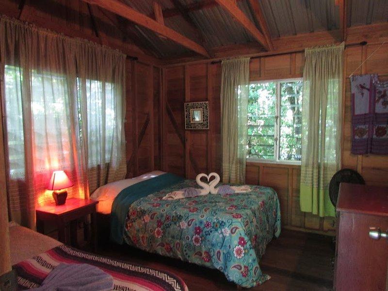 Parrot Nest Garden Cabin 7, vacation rental in Bullet Tree Falls