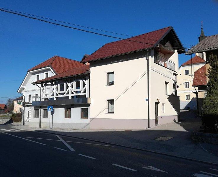 Apartment Trubarjeva 33, free parking, near Ljubljana, aluguéis de temporada em Nova Vas