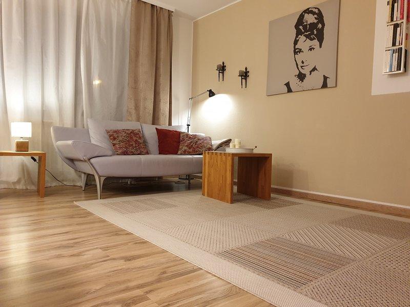 Moderne, gemütliche Ferien- und Business-Wohnung (2 Zimmer, Balkon, Garage), holiday rental in Taunusstein