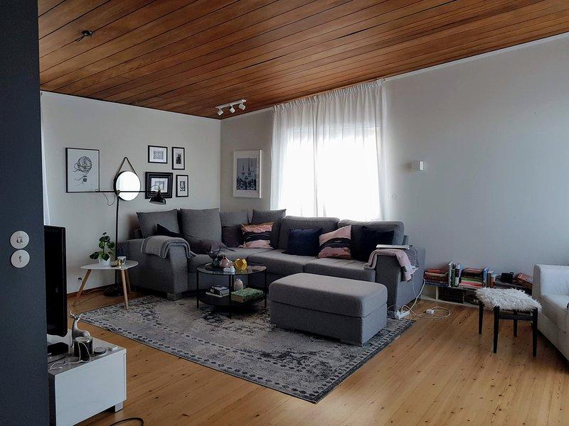 Cozy Family Home near Reykjavik in a quiet and friendly neighborhood, vacation rental in Hafnarfjordur
