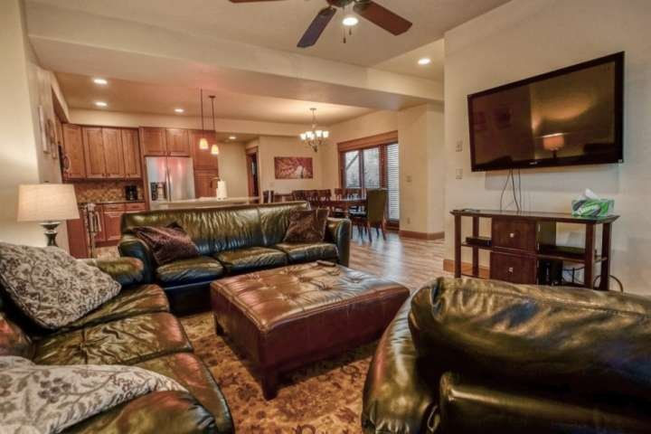 Private Entrance, Spacious, AC, Immaculate, 2 Master Suites, 2 Car Garage, Free, vacation rental in Oak Creek