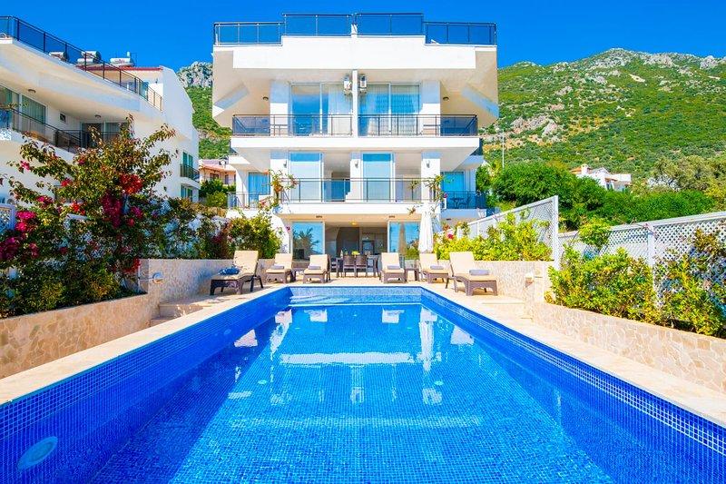 Hayal Apartment Kalkan, duplex contemporaneo a 3 letti con terrazza e giardino con piscina privata