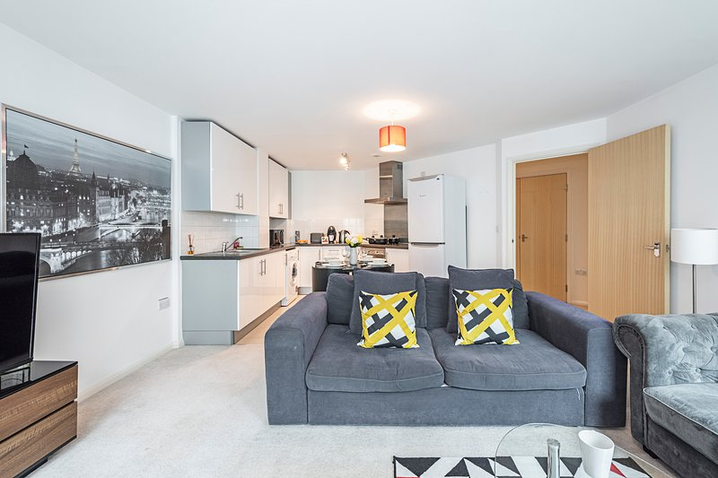 Amazing apartment with balcony, holiday rental in Sutton