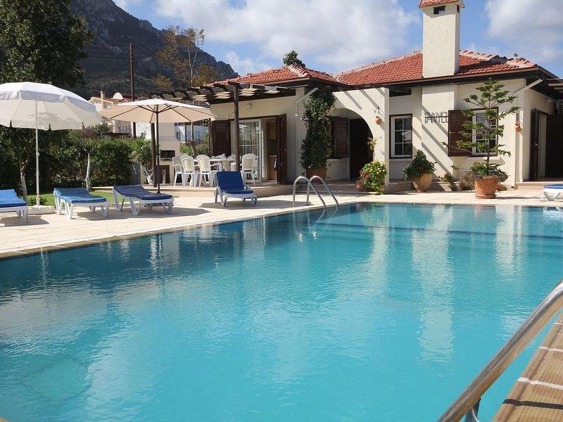 Villa Tanyelli 3 bedroom villa with private pool, alquiler de vacaciones en Lapta
