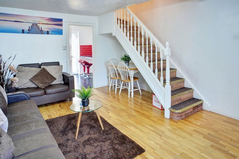 PREMIER ExCEL HOUSE- Cozy 2-Bed Hse Nr ExCEL. Parking,WIFI. Sleeps 6, holiday rental in Stratford City