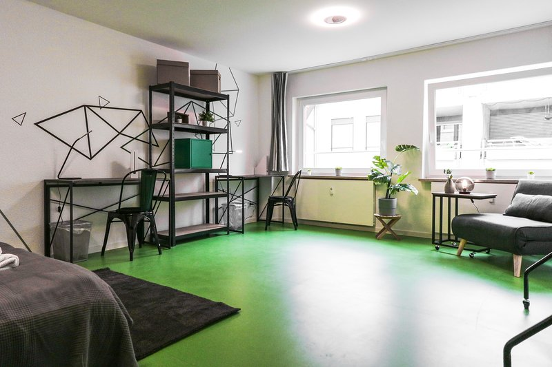 ★Stylish & Comfy★| Private Room at the City Center, vacation rental in Mannheim