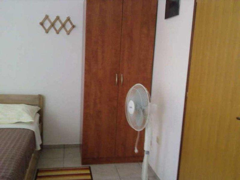 Pirovac Apartment Sleeps 2 with Air Con - 5820427, vacation rental in Pirovac