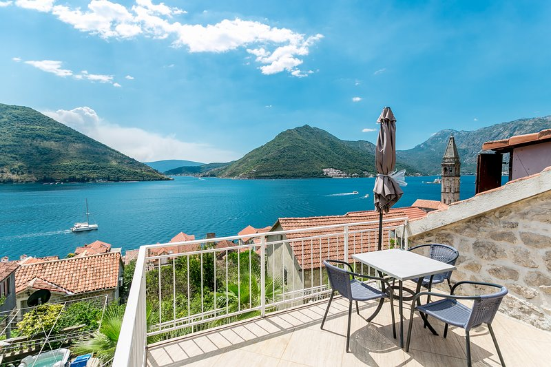 Perona Perast, Exclusive 3 bedrooms house with spectacular sea views, holiday rental in Donji Stoliv