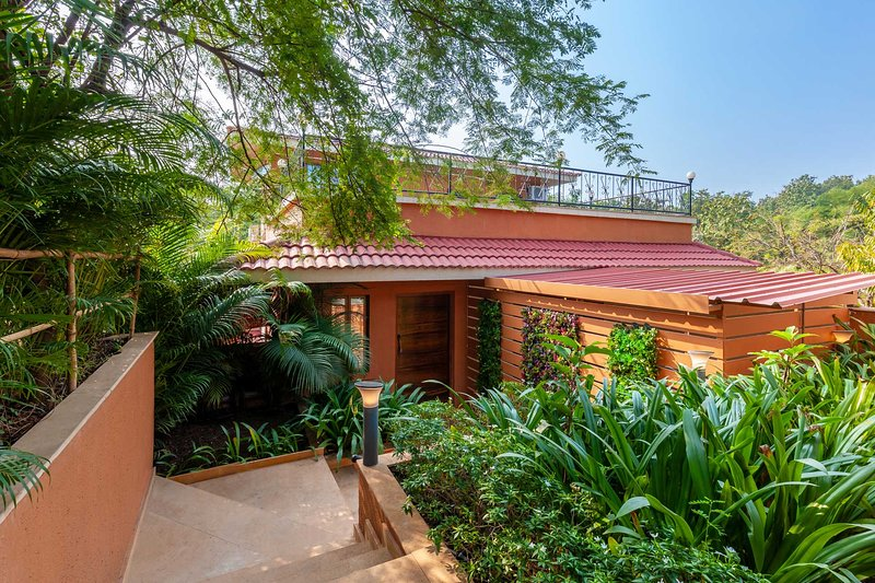 Serene Nook by Vista Rooms, holiday rental in Palghar  District