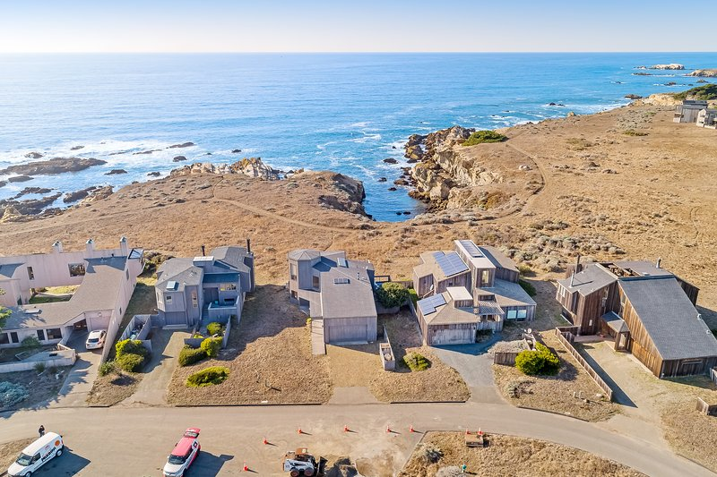 Dog-friendly home w/ cove views, a private hot tub, & rec center access!, vacation rental in Gualala