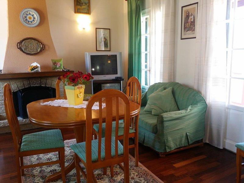 Spacious house with garden & Wifi, casa vacanza a Kokkini