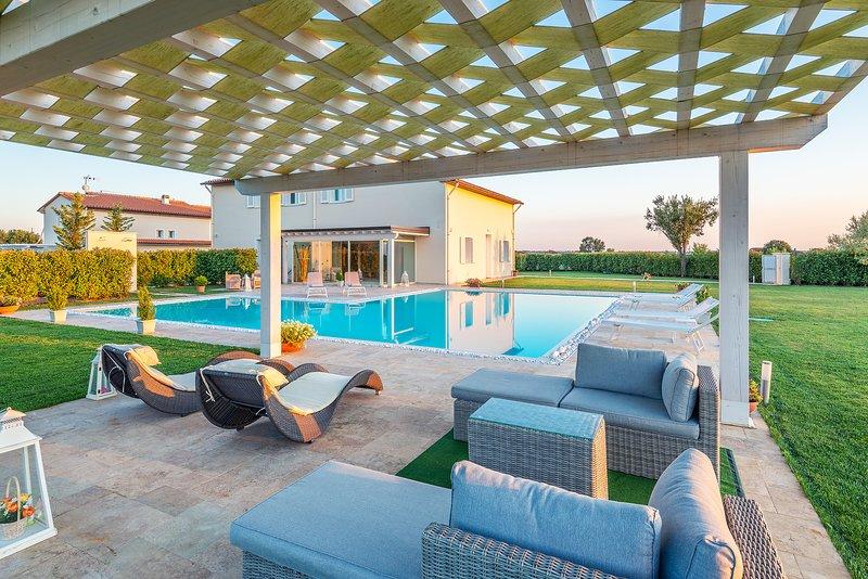 Luxury villa with 5 bedrooms, private pool,  A/C and SPA, Villa delle Vigne!, aluguéis de temporada em Monsummano Terme