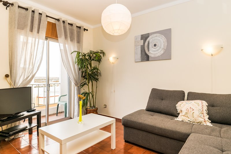 Aveni Apartment, Fuseta, Olhão, holiday rental in Fuseta