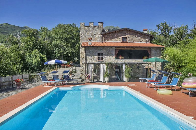 VILLA CLOTILDE 8 Pax,  country side with pool, WI-FI, BBQ, near to Cinque Terre, holiday rental in Tavernelle