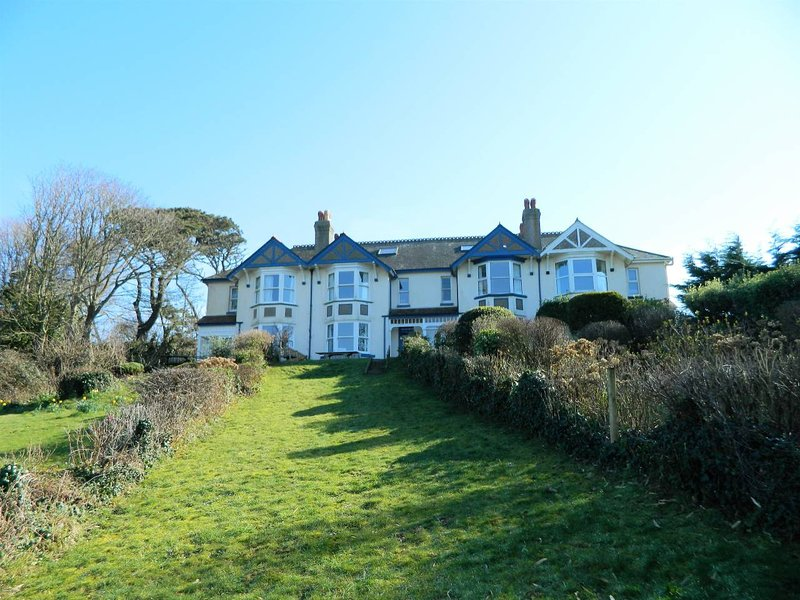 Charming waterside property, stunning estuary views, Bantham village, S.Devon, casa vacanza a Bantham