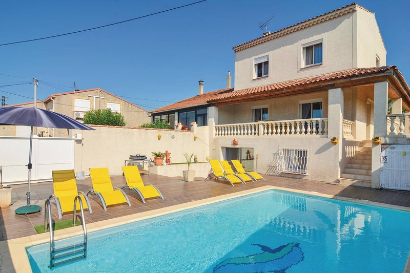 Apartment with shared pool, vacation rental in Port-Saint-Louis-du-Rhone
