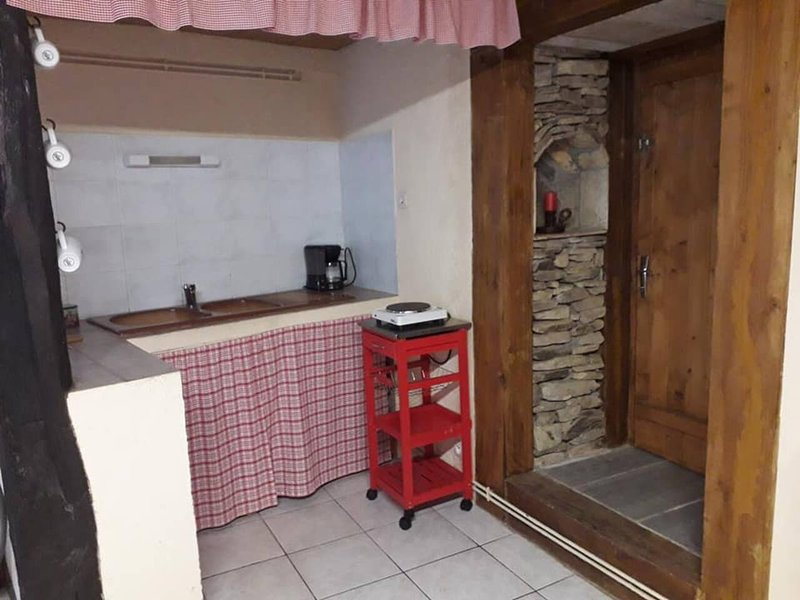 Nice property with terrace & Wifi, holiday rental in Saint-Sernin-sur-Rance