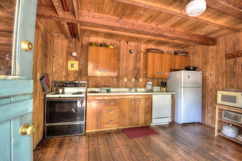 Hardwood, Ambientazione interna, Camera, Pavimento, Cucina