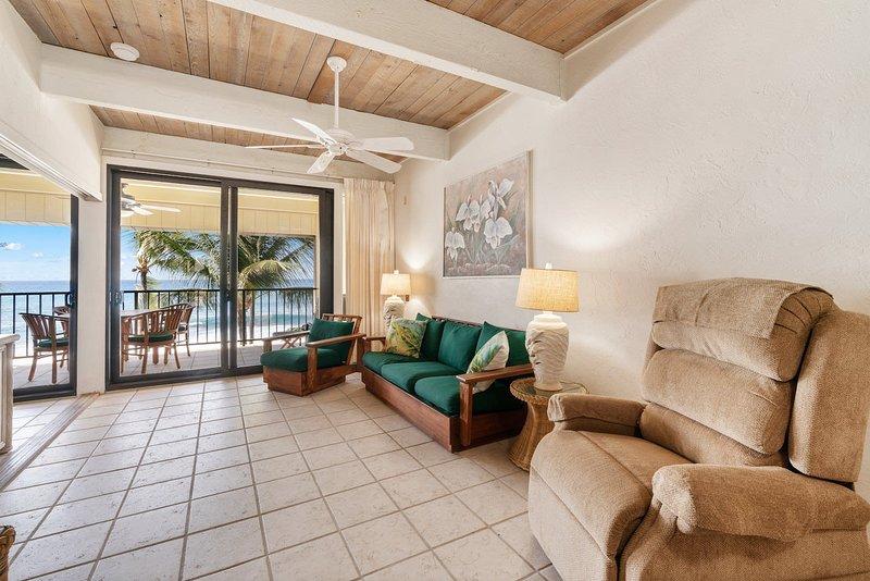 Flooring,Indoors,Room,Living Room,Furniture
