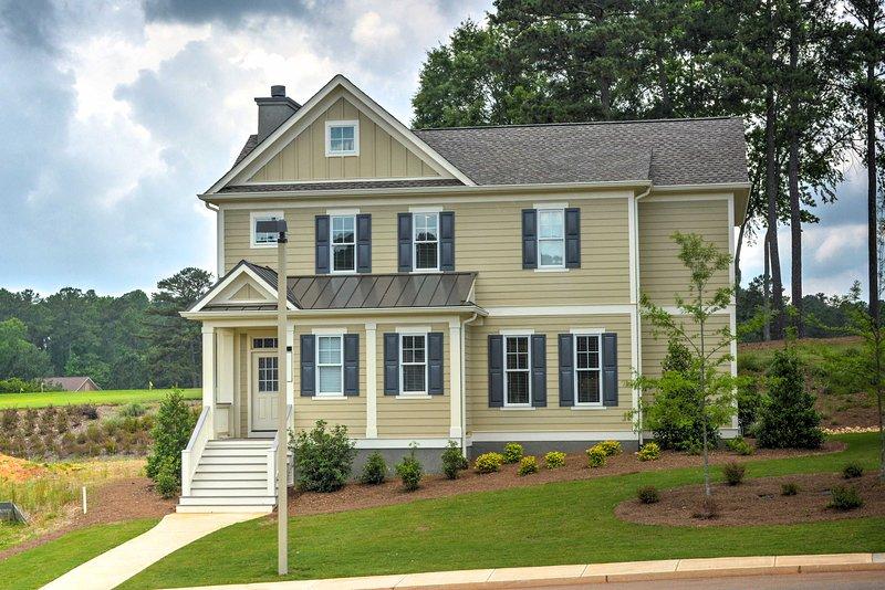 Spacious Family-Friendly Retreat w/ Winter Rates!, location de vacances à Greensboro