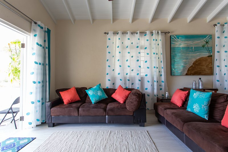 Cozy Cottage, walking distance to shopping and West Coast beach, holiday rental in Fitts