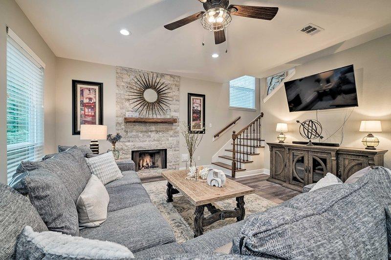 Modern Montgomery Home w/Backyard, Deck, & Grill!, holiday rental in Pinehurst