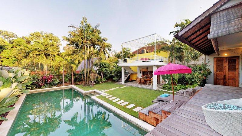 Tropical Quirky Villa Umalas / Seminyak, holiday rental in Kerobokan Kelod