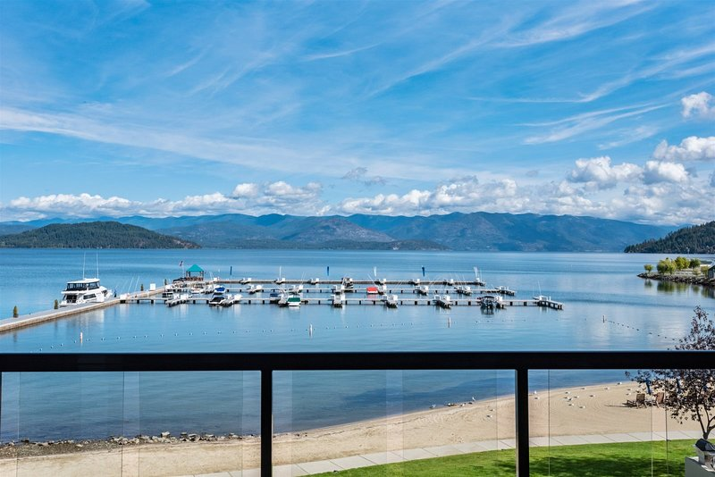 Elegant Waterfront Condo | Seasons at Sandpoint | Downtown | Four Free Bikes!  E, vacation rental in Kootenai