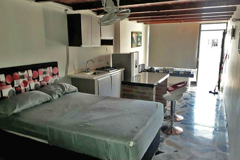 Private room for 3 people with kitchen, living room and pool!, casa vacanza a Girardot